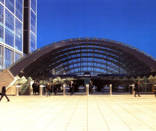 entry of canary wharf station